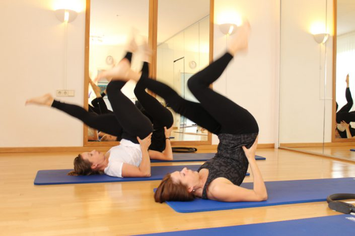 Pilates Gruppenkurs unter professioneller Anleitung in Trier.